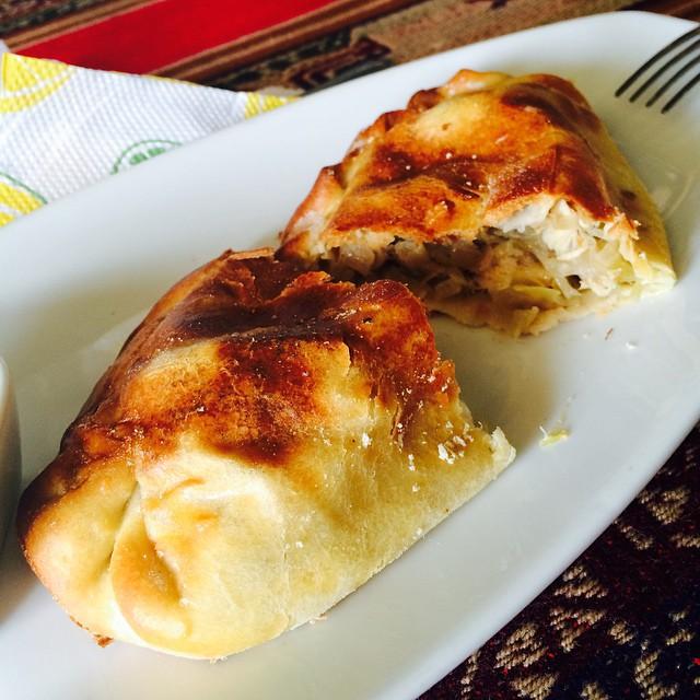 Empanada de pollo al cilindro en Uzal - San Bartolo…